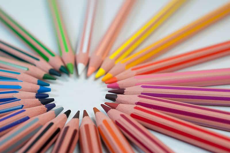 crayons de couleur inclusif