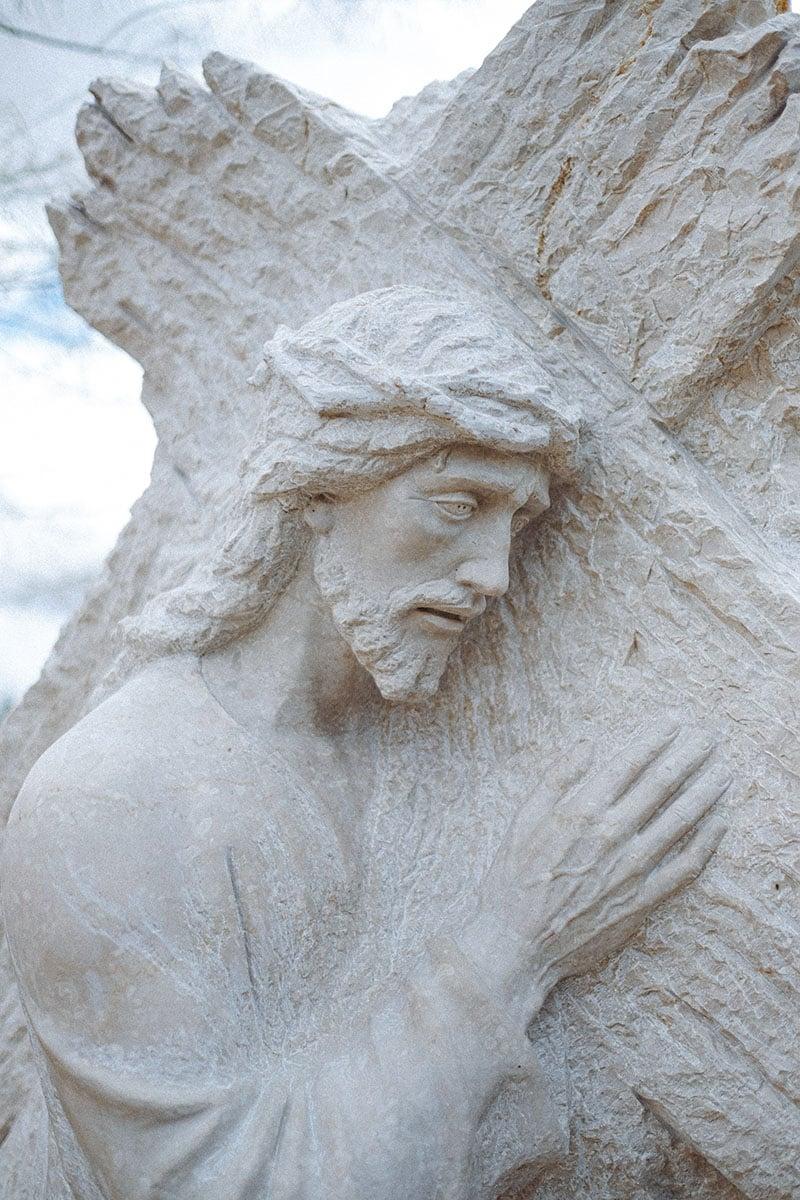 Jesus portant la croix